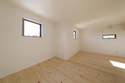 子供部屋 (傾斜地を活かしたスタジオルームのある家)