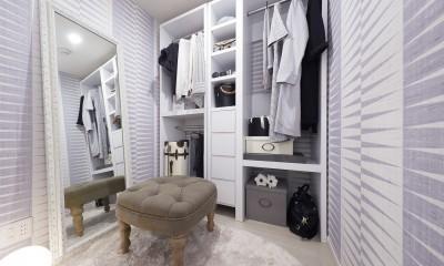 多彩なパターンを各部屋に使用したモデルルーム (クローゼット部分)