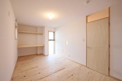 洋室 (難条件の土地をメリットに変えた家)