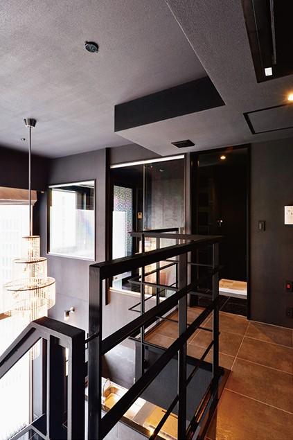 吹き抜け空間を中心としたフルリノベーション (2階廊下)