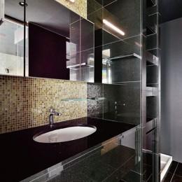 吹き抜け空間を中心としたフルリノベーション (アクセントタイルが印象的な洗面室)