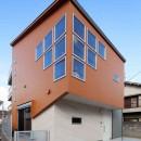 斬新なアイデアいっぱいの家。とことん色にこだわりました。の写真 外観