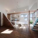 斬新なアイデアいっぱいの家。とことん色にこだわりました。の写真 LDK