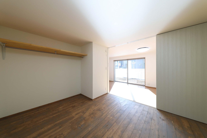 ベッドルーム事例:洋室(斬新なアイデアいっぱいの家。とことん色にこだわりました。)