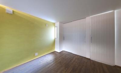 斬新なアイデアいっぱいの家。とことん色にこだわりました。 (洋室)