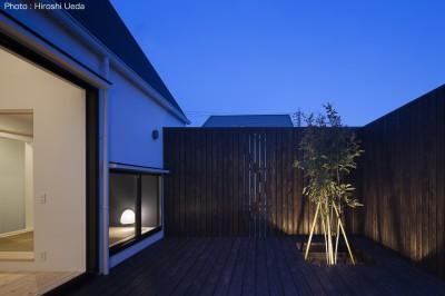 中庭 (平屋デザインの家 OUCHI-41)