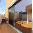斬新なアイデアいっぱいの家。とことん色にこだわりました。の写真 バルコニー