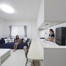 事務所から居住スペースに。高さを活かしたスケルトンリフォームの写真 対面キッチンでご家族と会話を楽しめるキッチン