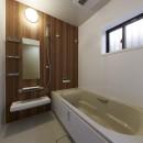 事務所から居住スペースに。高さを活かしたスケルトンリフォームの写真 広々としたバスルームで安らぎのひととき