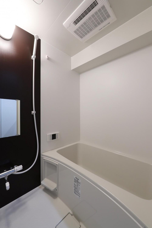 両面バルコニーの明るい土間と暮らすリノベーション (浴室)