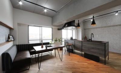 存在感のあるキッチンを中心としたヴィンテージテイストのリノベーション