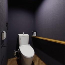 存在感のあるキッチンを中心としたヴィンテージテイストのリノベーション (トイレ)