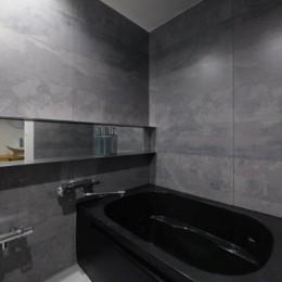 存在感のあるキッチンを中心としたヴィンテージテイストのリノベーション (浴室)