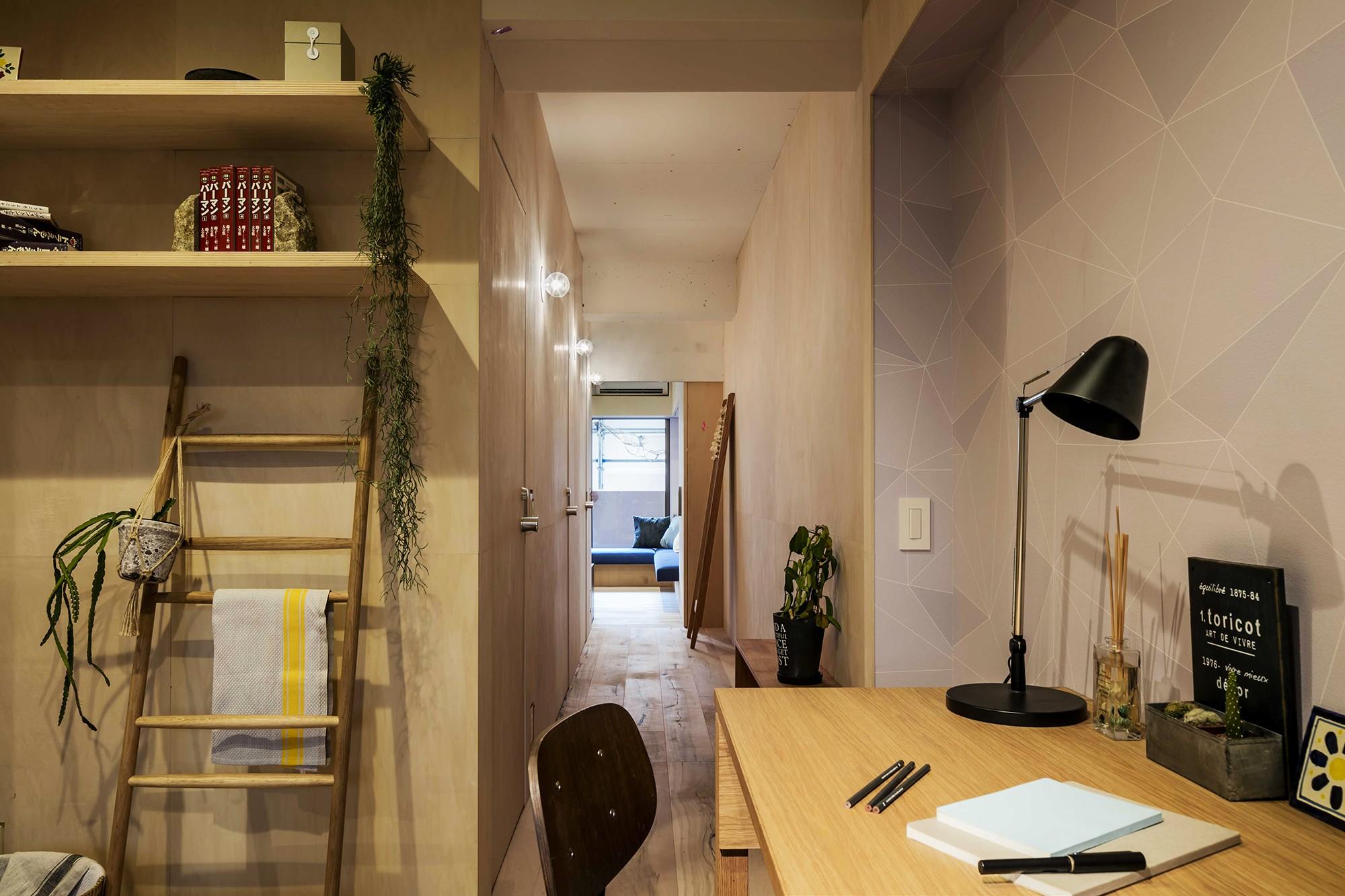 廊下部分 リノベーション住戸の木に馴染む壁紙 その他事例 Suvaco