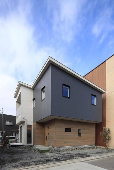 エアコン1台で家じゅうぽかぽか♪デザイン性の高い高気密・高断熱の家。 (外観)