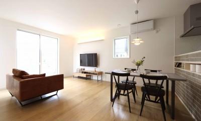 エアコン1台で家じゅう快適。デザイン性の高い高気密・高断熱の家。 (LDK)