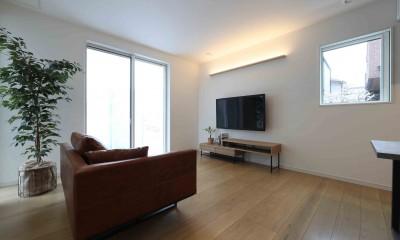 エアコン1台で家じゅう快適。デザイン性の高い高気密・高断熱の家。 (リビング)