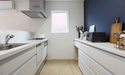 エアコン1台で家じゅう快適。デザイン性の高い高気密・高断熱の家。 (キッチン)
