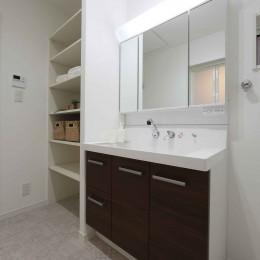 エアコン1台で家じゅう快適。デザイン性の高い高気密・高断熱の家。 (洗面)