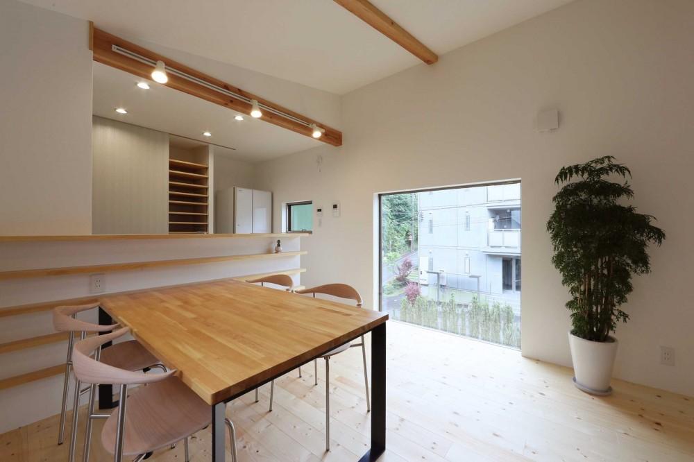 デザイナーズチェアが映えるシンプルに魅せる家 (ダイニング)