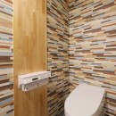 デザイナーズチェアが映えるシンプルに魅せる家の写真 トイレ