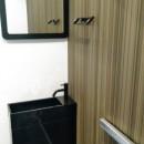 インダストリアルテイストをアクセントとして盛り込んだフルリノベーションの写真 シンプルなトイレ