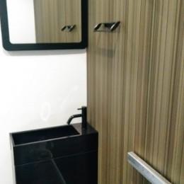 インダストリアルテイストをアクセントとして盛り込んだフルリノベーション (シンプルなトイレ)