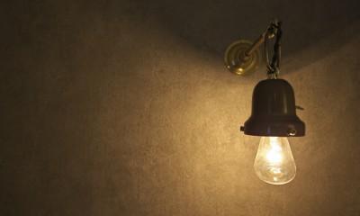 充実した収納でいつでもキレイな家に。アンティークな雰囲気漂うマンションリノベーション (アンティークのブラケットライト)