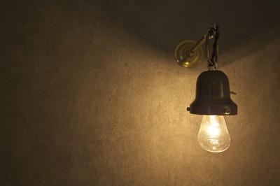 アンティークのブラケットライト (充実した収納でいつでもキレイな家に。アンティークな雰囲気漂うマンションリノベーション)