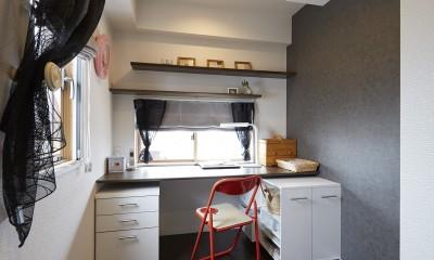 家族全員のプライベート空間を確保したメゾネット住宅 (キッチンの近くに配置した奥様の個室)