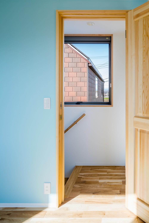 部屋ごとに添える色とりどりの壁 (部屋02)