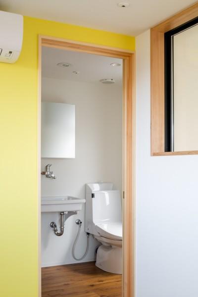 部屋ごとに添える色とりどりの壁 (部屋03)