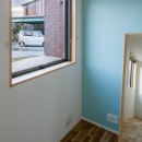壁紙 WhO(フー)の住宅事例「部屋ごとに添える色とりどりの壁」