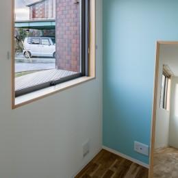 部屋ごとに添える色とりどりの壁