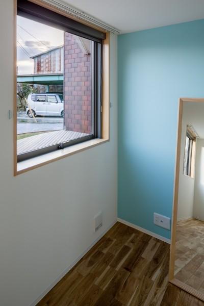 部屋ごとに添える色とりどりの壁 (部屋04)
