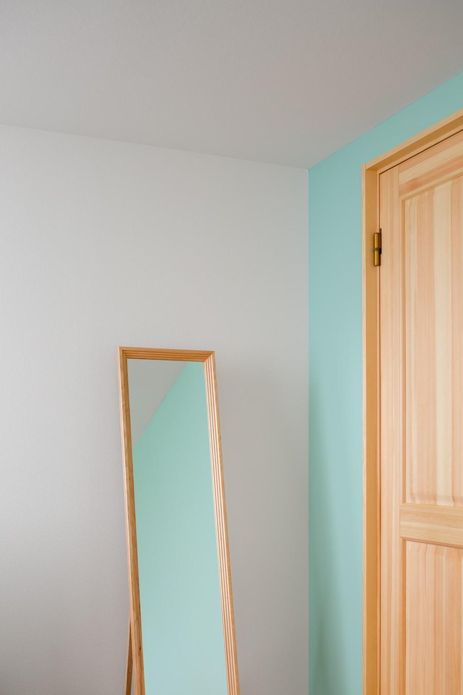 部屋ごとに添える色とりどりの壁 (部屋05)