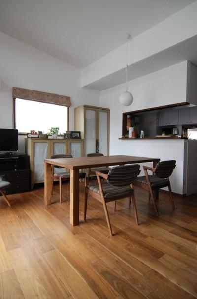 木造耐火構造の町屋~狭小地3階建ての住まい~ (家具をコーデイネートする)