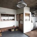 混ぜるほどに味が出る暮らし。愛知県安城市・マンションリノベーションK様邸の写真 リビングのベンチ