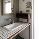 混ぜるほどに味が出る暮らし。愛知県安城市・マンションリノベーションK様邸の写真 タイルの洗面台