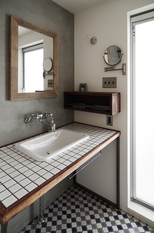 混ぜるほどに味が出る暮らし。愛知県安城市・マンションリノベーションK様邸 (タイルの洗面台)