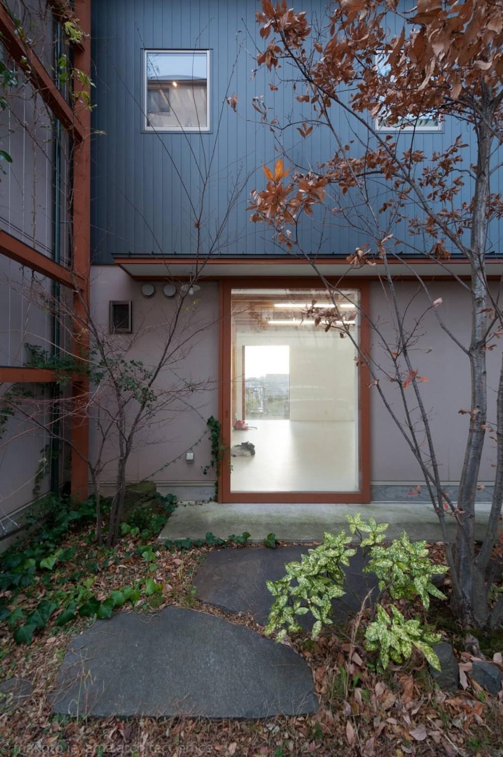 小立野台地の家|街を見下ろす眺望の良い家 (アトリエ入口)