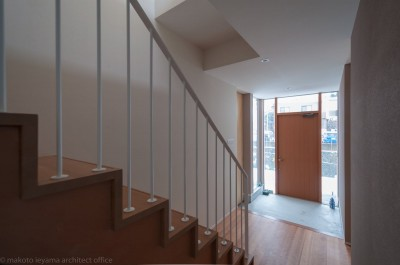 玄関 (小立野台地の家|街を見下ろす眺望の良い家)