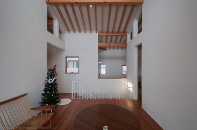 小立野台地の家|街を見下ろす眺望の良い家 (リビング)