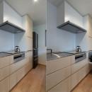 円光寺の家|内部と外部が繋がるミニマルな住宅の写真 キッチン