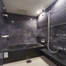 リビングに集うシンプルモダンな暮らしの写真 おそうじ浴槽で手軽にキレイを実現!快適なバスルーム