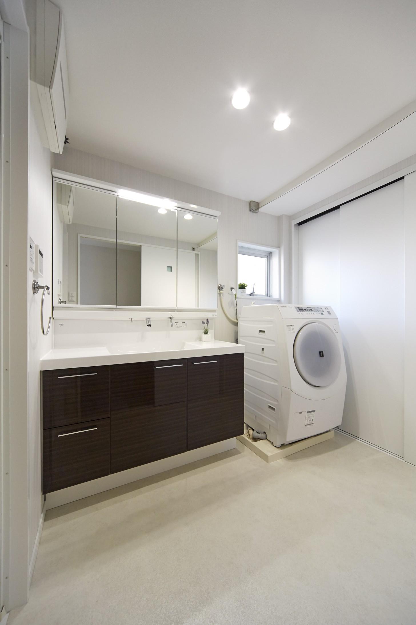 その他事例:「洗う、干す、仕舞う」が一空間でできるママに嬉しい洗面室(リビングに集うシンプルモダンな暮らし)