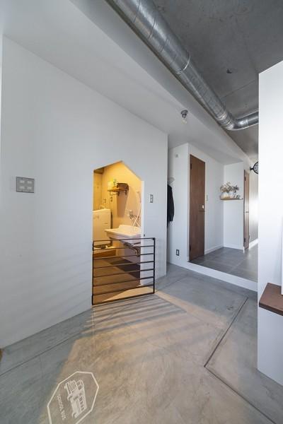 玄関 (それぞれのスペースが快適さを生む。ドッグ・リノベ)