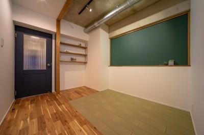 洋室4.7畳 (マンションリフォーム『Industrial styleと畳フローリングの融合』)