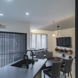 収納にこだわったプランで家事効率が劇的にアップ!アイランドキッチンが中心の快適空間