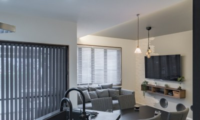 収納にこだわったプランで家事効率が劇的にアップ!アイランドキッチンが中心の快適空間 (アイランドキッチンから広がるリビングダイニング)